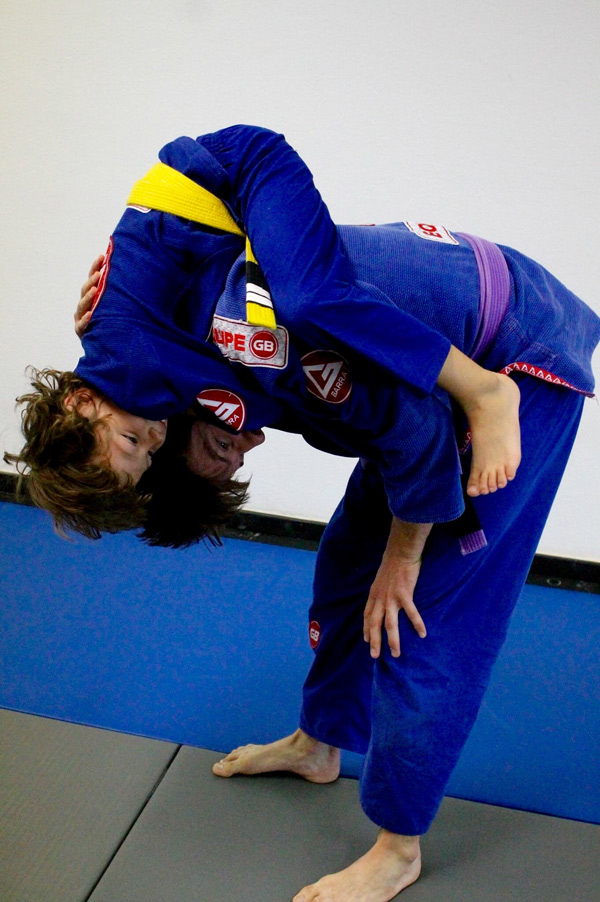 kids grappling in bjj class